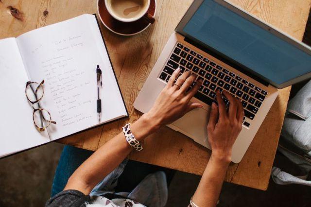 writing-laptop_476082-57ab432d3df78cf459975331